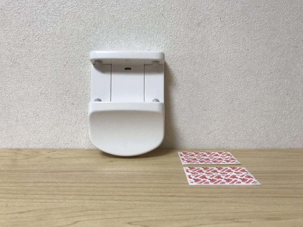 内容物(ティッシュボックスホルダー、両面テープ2セット)