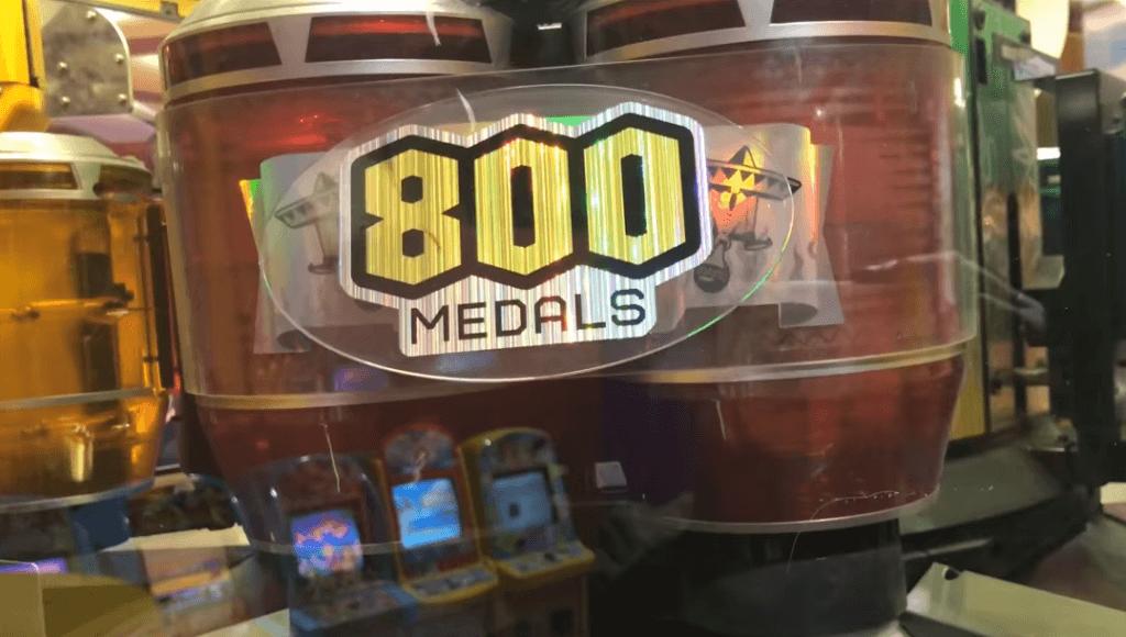 800枚のメダルが入ったタル