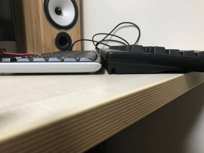 一般的なキーボードと比較して薄い